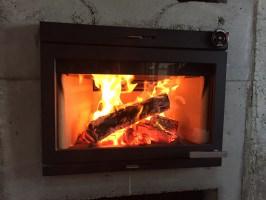 I400設置しました。(埋込暖炉)ヨツール