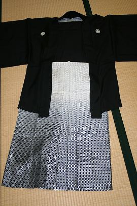 ④黒羽二重紋付+銀黒ダイヤ柄ぼかし紋付