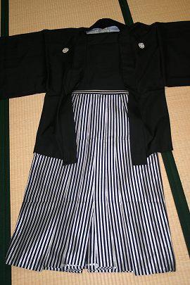 黒羽二重紋付+銀黒太ストライプ袴