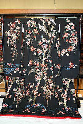 黒枝垂桜に鶴