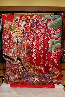 手刺繍絽刺 赤地のしめと桜