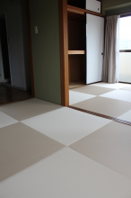 2間続きの部屋をへりなし畳に総入れ替え