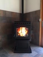 ダイナミックな炎!強力な暖房能力!メンテナンスのしやすさ!ハーマンのペレットストーブ「P68」
