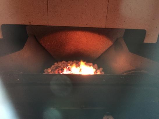 ハーマン ペレットストーブ P68 ダイナミックな炎を楽しめます。
