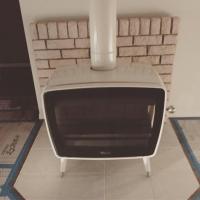 レトロな可愛さの薪ストーブ ドブレ ヴィンテージ50 ホワイトエナメル設置しました!